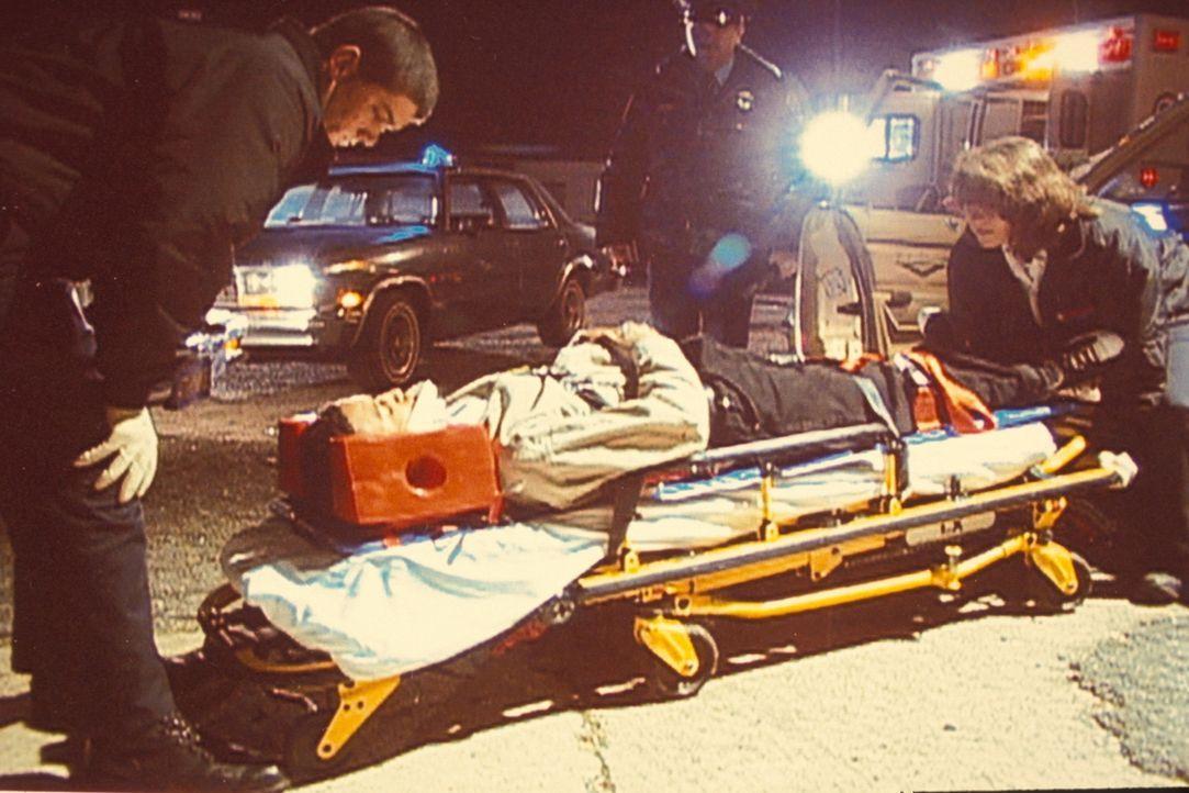 Innerhalb weniger Wochen birgt die Polizei drei Frauenleichen, erschossen in einem Waldstück. Da von einem Serientäter auszugehen ist, wenden sich d... - Bildquelle: Randy Jacobson New Dominion Pictures, LLC