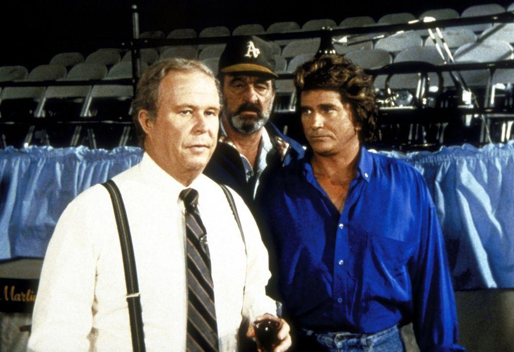 Cassidy (Ned Beatty, l.) und Joey haben dank Mark (Victor French, M.) und Jonathan (Michael Landon, r.) Freundschaft geschlossen. - Bildquelle: Worldvision Enterprises, Inc.