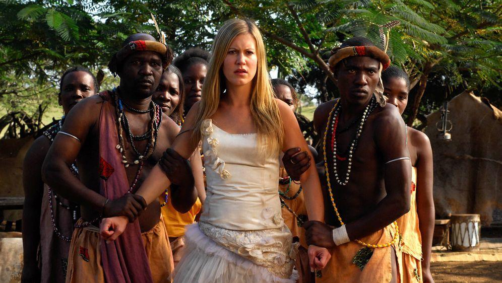 Im Brautkleid durch Afrika - Bildquelle: David Gur SAT.1 / David Gur