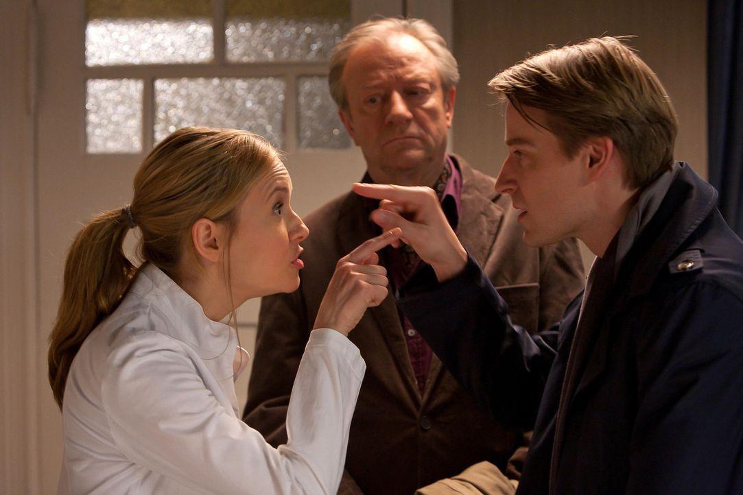 (1. Staffel) - Durch Zufall landet der Schönheitschirurg Dr. David Heller (Max von Pufendorf, r.) nach seiner Rückkehr aus den USA als Vertretung in... - Bildquelle: Conny Klein SAT.1
