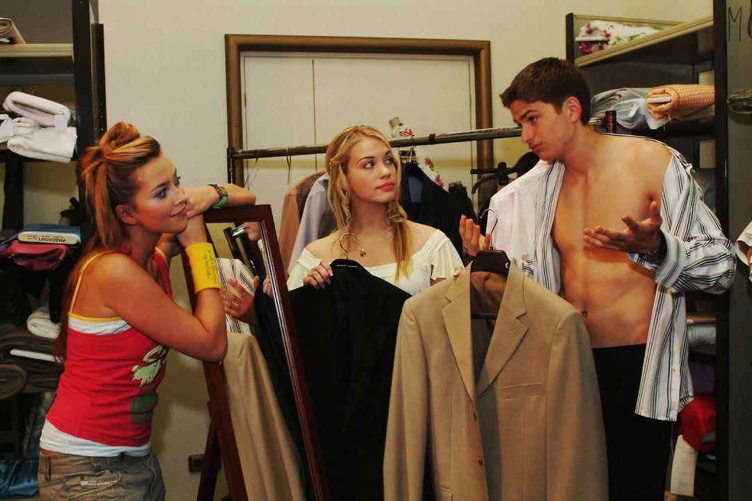 Kim (Lara-Isabelle Rentinck, M.) beschließt, Hannah (Laura Osswald, l.) zum ersten Aufeinandertreffen von Timo (Matthias Dietrich, r.) und ihren Elt... - Bildquelle: Monika Schürle Sat.1