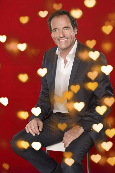 """In Zeiten von zahlreichen digitalen Flirtportalen gibt SAT.1 Gold analoge Nachhilfe: In der neuen Show """"Herz sucht Liebe"""" bringt Moderator Thomas Oh... - Bildquelle: Thomas Pritschet SAT.1 Gold"""