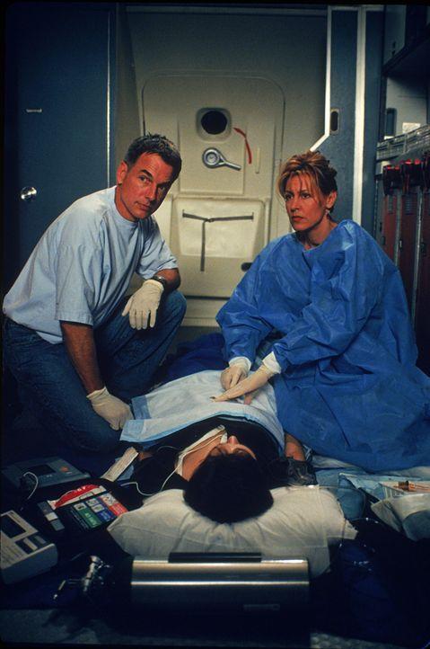 Dr. Jack McNeil (Mark Harmon, l.); Dr. Kathryn Austin (Christine Lahti, r.) - Bildquelle: 1997 Twentieth Century Fox Film Corporation.  All rights reserved.