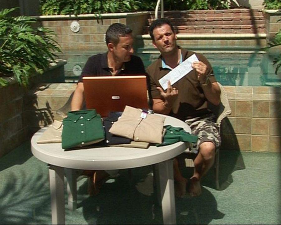 Auch während des Aufenthaltes in Florida wird nach Schnäppchen geschaut. Alex Walzer (r.) und sein Freund Ingo (l.). - Bildquelle: Sat.1
