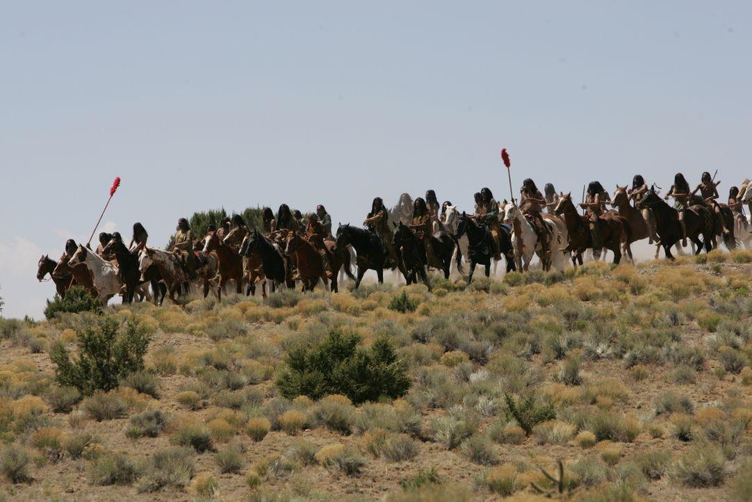 Die Komanchen ziehen in den Krieg gegen die Texaner ... - Bildquelle: 2006 CBS Broadcasting Inc. All Rights Reserved.