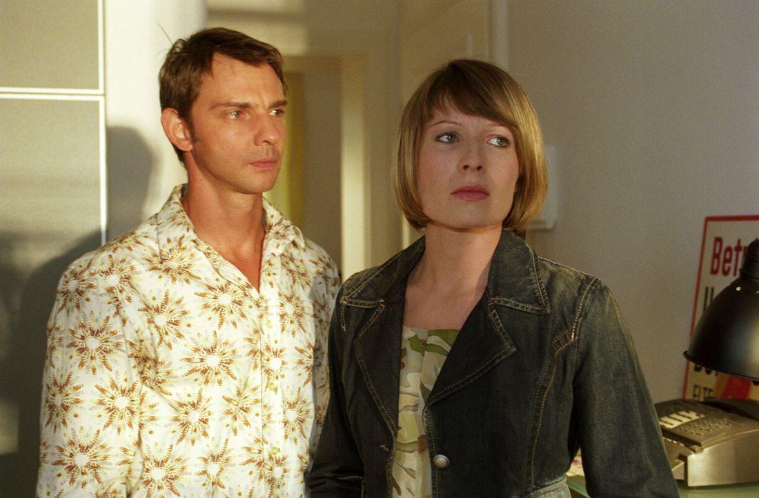 Verena (Nadine Seiffert, r.) wird von Tom (Steven Merting, l.) gedrängt, sich endlich zu entscheiden. - Bildquelle: Claudius Pflug Sat.1