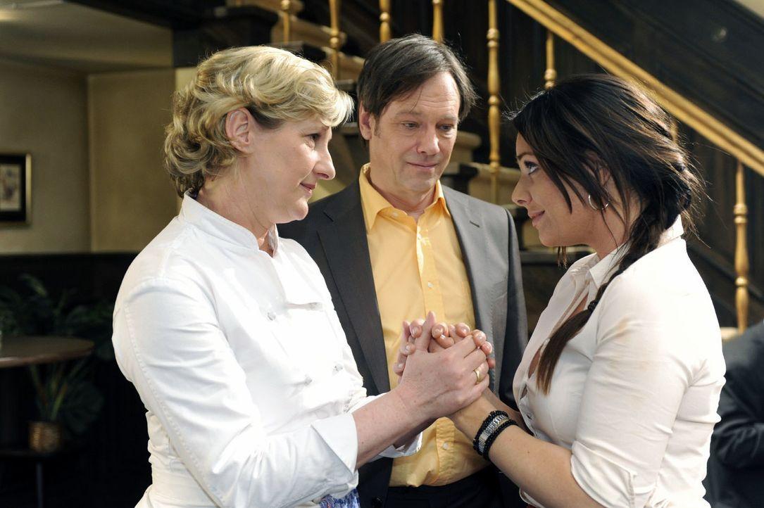 """Paloma hat eine Idee, wie man die """"Goldelse"""" doch noch zu einem Sternerestaurant machen kann... V.l.n.r.: Susanne (Heike Jonca), Armin (Rainer Will)... - Bildquelle: Oliver Ziebe Sat.1"""