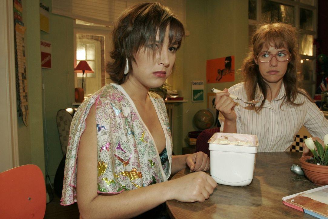 Yvonne (Bärbel Schleker, l.) glaubt nicht mehr daran, dass sie Max zurückgewinnen kann. Lisa (Alexandra Neldel, r.) weiß nicht, wie sie Yvonne tröst... - Bildquelle: Noreen Flynn Sat.1