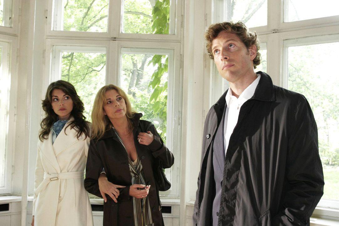 Mariella (Bianca Hein, l.) ist überrascht, als sie bei einer Besichtigung mit Laura (Olivia Pascal, M.) plötzlich Lars (Clayton M. Nemrow, r.) wiede... - Bildquelle: Noreen Flynn Sat.1