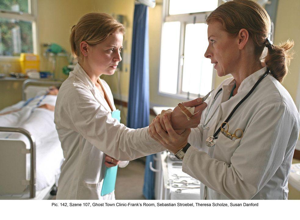 Um Frank zu retten, wagt sich Marisa (Theresa Scholze, l.) in die Höhle des Löwen. Dort ist Dr. Diane Jackson (Susan Danford, r.) bereits mit Vorber... - Bildquelle: Boris Guderjahn ProSieben