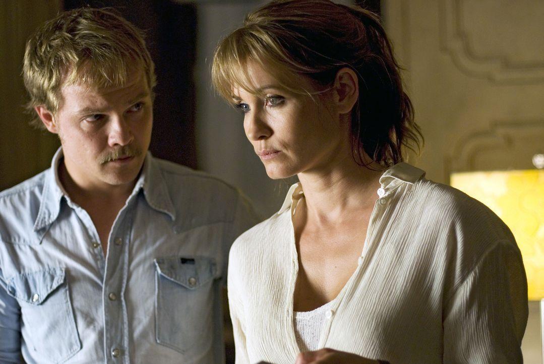 Micha (Matthias Koeberlin, l.) redet Katja (Anja Kling, r.) ins Gewissen. Ist sie sich sicher, dass Andreas sie nach all den Jahren noch liebt? - Bildquelle: Dirk Plamböck Sat.1