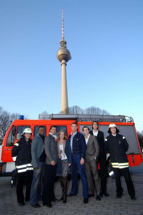 "Die Crew von ""Das Inferno - Flammen über Berlin"": Jaymes Butler, 2.v.l., Stephan Luca, 3.v.l., Silke Bodenbender, 4.v.l., Christian Kahrmann, 4.v.r.... - Bildquelle: Uwe Tölle ProSieben"