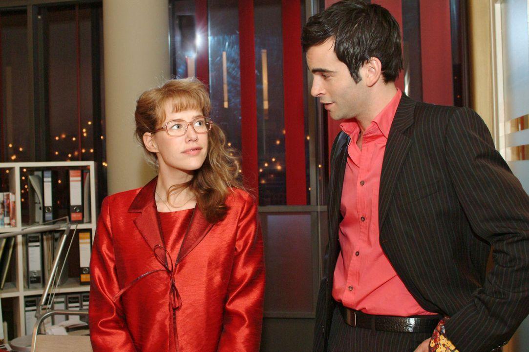 In der Hoffnung, mit David (Mathis Künzler, r.) einen unbeschwerten Abend zu verbringen, bekommt Lisa (Alexandra Neldel, l.) kurzfristig von ihm die... - Bildquelle: Monika Schürle Sat.1