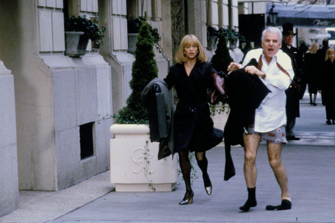 Der Aufenthalt in New York City gerät für Henry (Steve Martin, r.) und Nancy (Goldie Hawn, l.) zu einem chaotischen Abenteuertrip ... - Bildquelle: TM, ® &   by Paramount Pictures. All Rights Reserved.