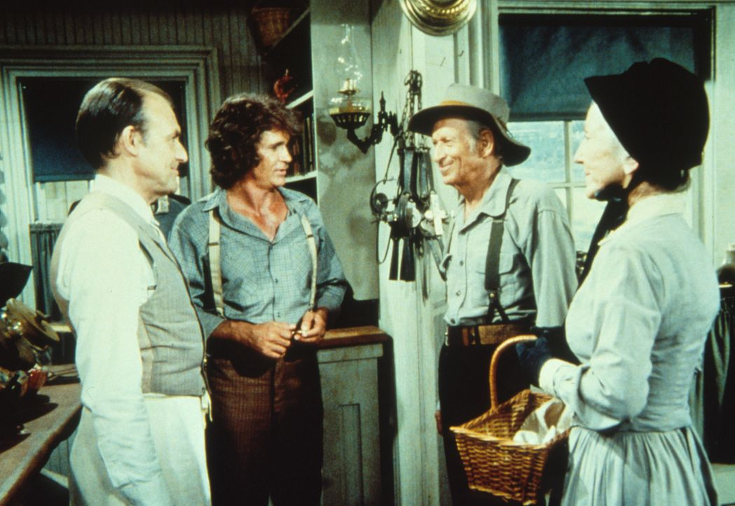 Virginia (Susan French, r.) und ihr Mann Brewster (Malcolm Atterbury, 2.v.r.) wollen für ihren Enkel Tod das erste Rasierzeug kaufen. Nels Oleson (R... - Bildquelle: Worldvision