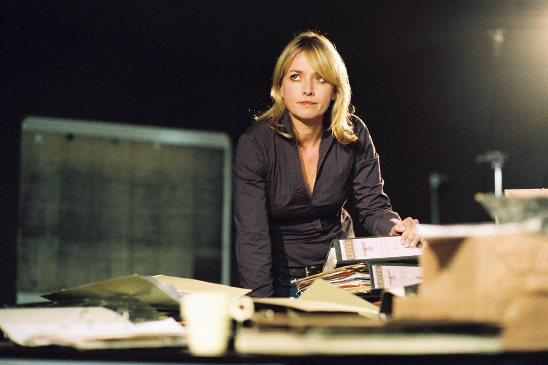 Der Fall verlangt Julia Gerling (Katharina Abt) einiges an Arbeit ab ... - Bildquelle: Tom Trambow Sat.1
