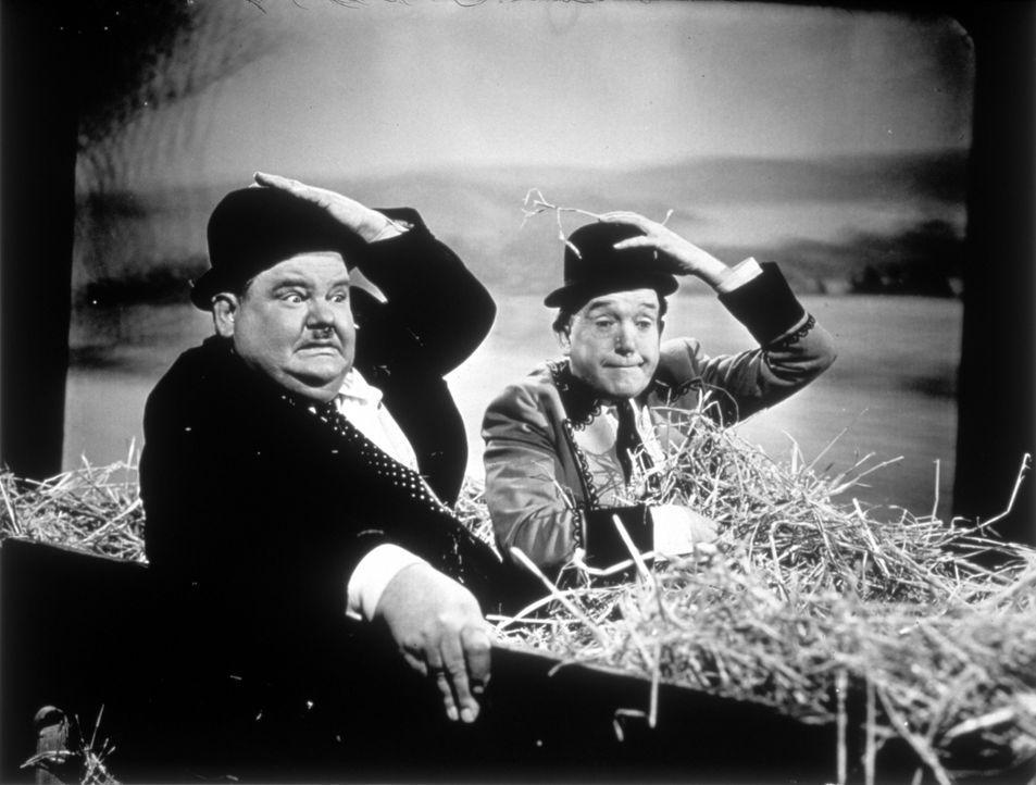 Oliver (Oliver Hardy, l.); Stan (Stan Laurel, r.) - Bildquelle: 1945 Twentieth Century Fox Film Corporation.
