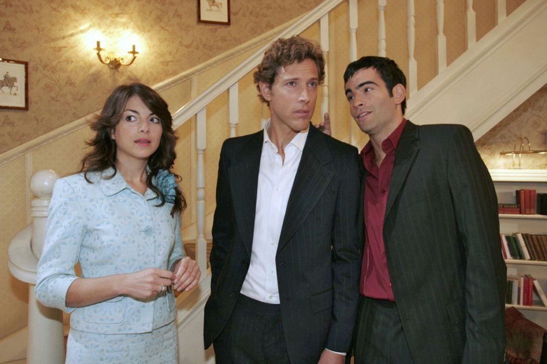 Mariella (Bianca Hein, l.) fühlt sich ertappt, als David (Mathis Künzler, r.) nach Hause kommt und Lars (Clayton M. Nemrow, M.) in der Wohnung vorfi... - Bildquelle: Noreen Flynn Sat.1