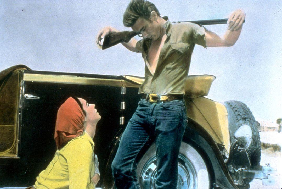 Leslie Lynnton Benedict (Elizabeth Taylor, l.); Jett Rink (James Dean, r.) - Bildquelle: Warner Bros.