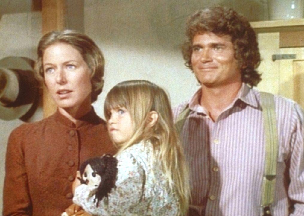 Caroline (Karne Grassle, l.) und Charles (Michael Landon, r.) freuen sich darüber, dass sie ein Kindermädchen, unter anderem für Carrie (Lindsay Sid... - Bildquelle: Worldvision