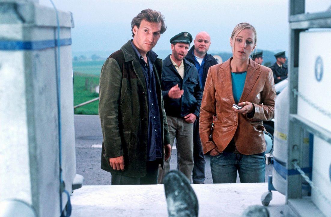 Der Bürgermeister von Murnau wird ermordet - und liegt als vereiste Leiche im Kühltransporter eines embryologischen Instituts. Hauptkommissar Marc B... - Bildquelle: Kerstin Stelter Sat.1