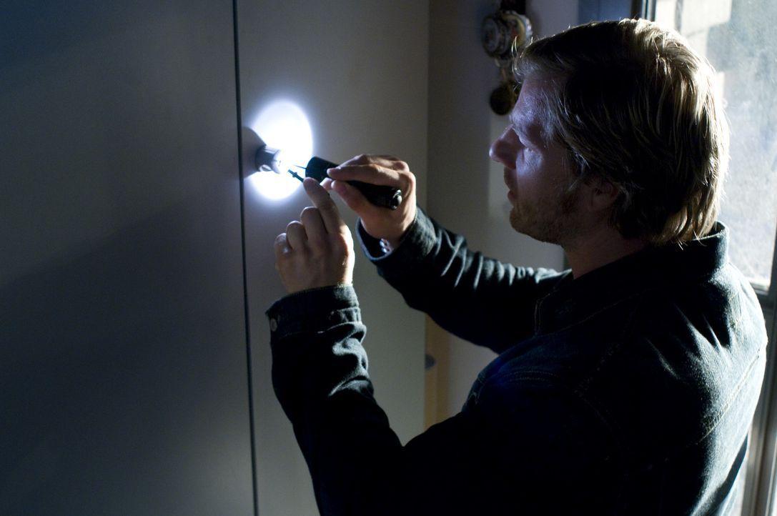 Weil er sich auf seine Intuition verlassen kann, greift Mick Brisgau (Henning Baum) gerne auch zu illegalen Ermittlungsmethoden - sehr zum Verdruss... - Bildquelle: Martin Rottenkolber SAT.1