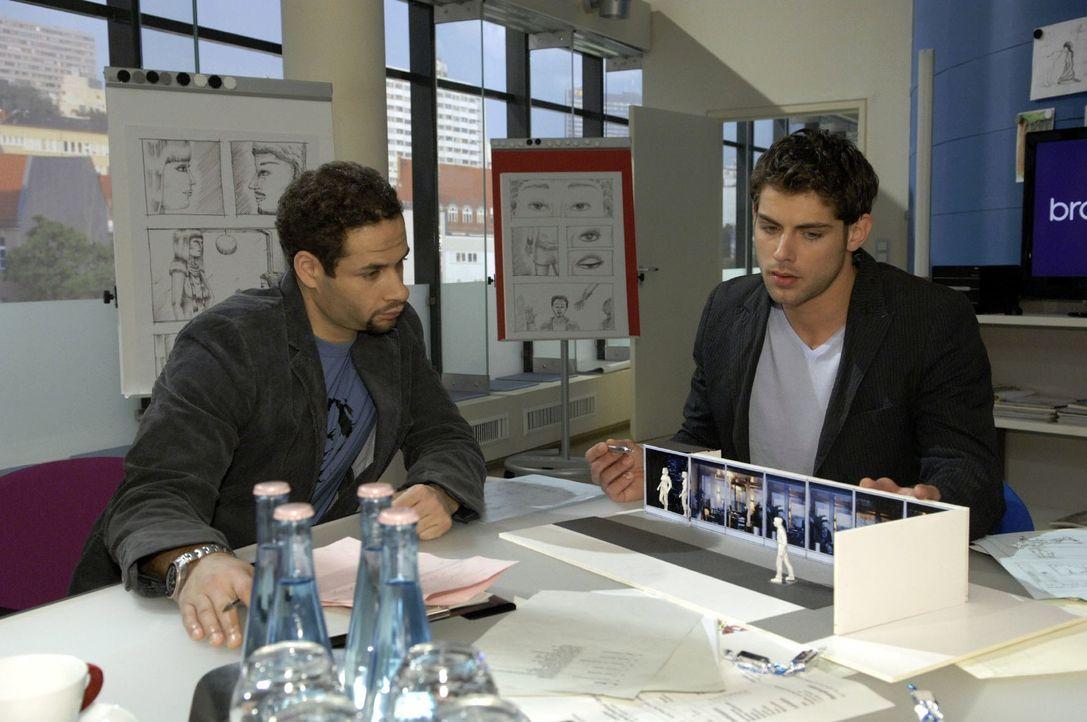 Jonas (Roy Peter Link, r.) erzählt Jannick (Mike Adler, l.) nichts von seinem Treffen mit Anna. - Bildquelle: Claudius Pflug Sat.1