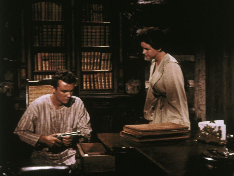 Johnny (Ben Cooper, l.) wird im Haus der Cartwrights von einer jungen Frau (Sue Randall, r.) gepflegt, in die er sich verliebt ... - Bildquelle: Paramount Pictures