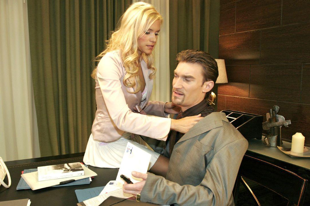 Sabrina (Nina-Friederike Gnädig, l.) ist verletzt, als Richard (Karim Köster, r.) sie harsch von sich weist. - Bildquelle: Noreen Flynn Sat.1