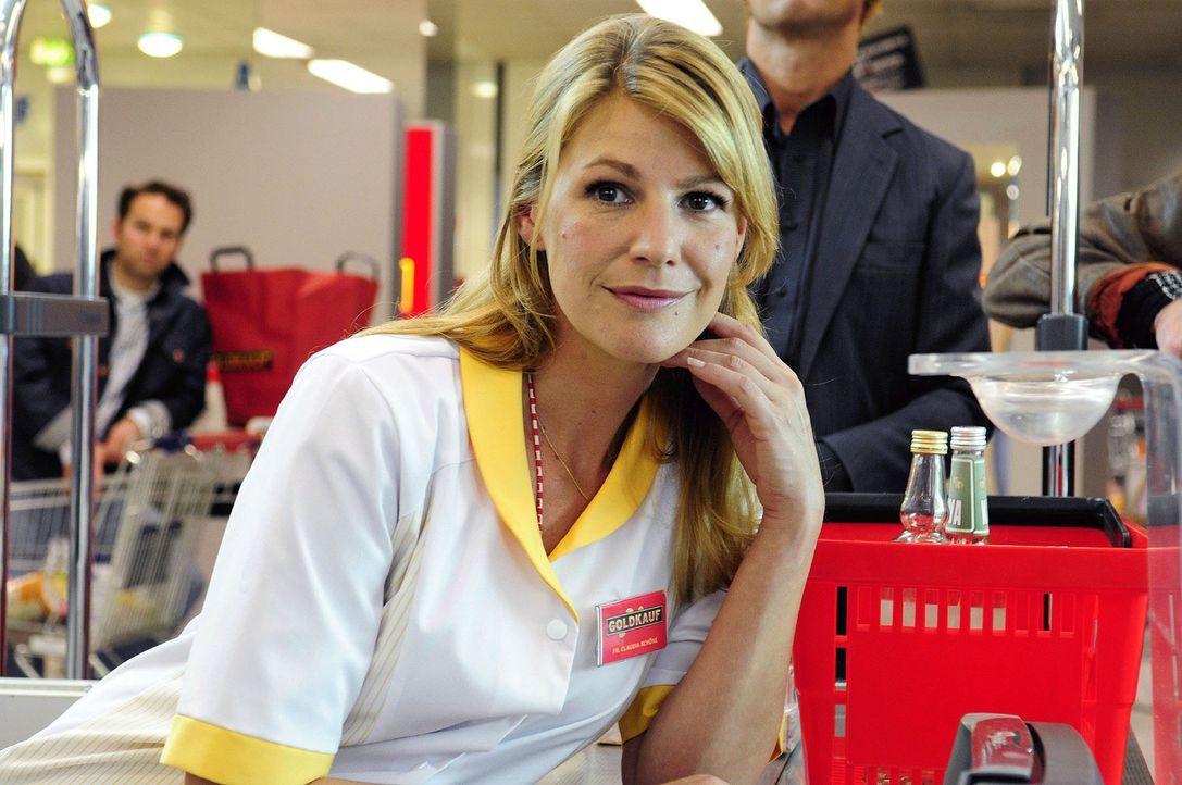 Claudia (Sophie Schütt) begegnet an der Kasse nach Jahren ihrer Schulliebe Martin wieder. - Bildquelle: Christiane Pausch Sat.1