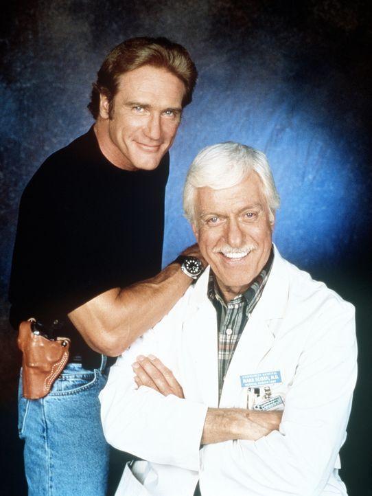Ein eingespieltes, erfolgreiches Gespann: Dr. Mark Sloan (Dick Van Dyke, r.), Oberarzt einer Klinik und medizinischer Berater der Polizei, und sein... - Bildquelle: Viacom