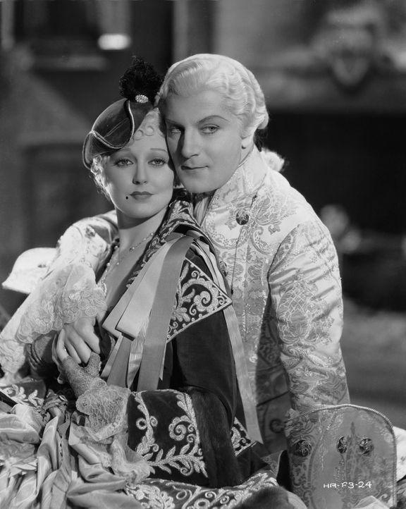 Lady Pamela Rocburg (Thelma Todd, l.); Fra Diavolo alias Marquise de San Marco (Dennis King, r.) - Bildquelle: Warner Bros.