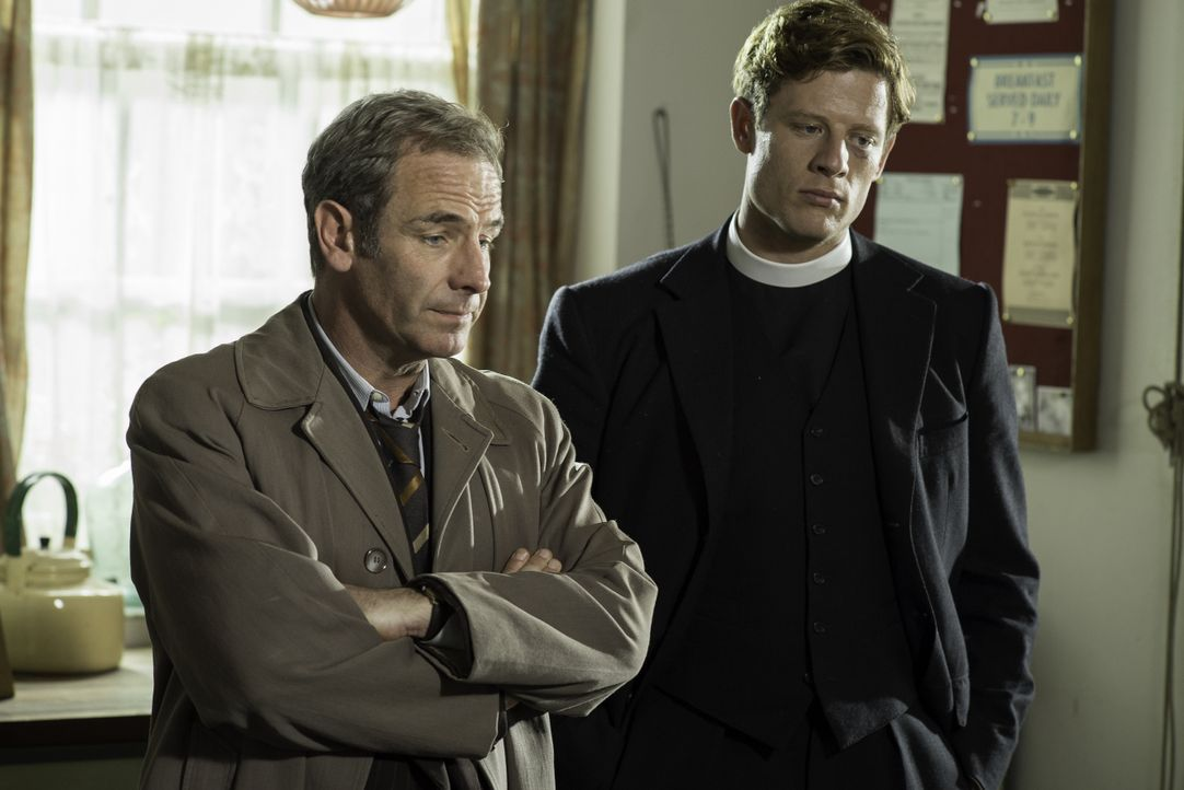 Geordie Keating (Robson Green, l.); Sidney Chambers (James Norton, r.) - Bildquelle: Neil Genower LOVELY DAY PRODUCTION / ITV / Neil Genower