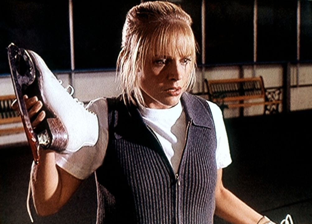 Bei den Schlittschuhen von Julie Miller (Julie Benz) wurde eine Kufe gegen eine andere vertauscht. - Bildquelle: Viacom
