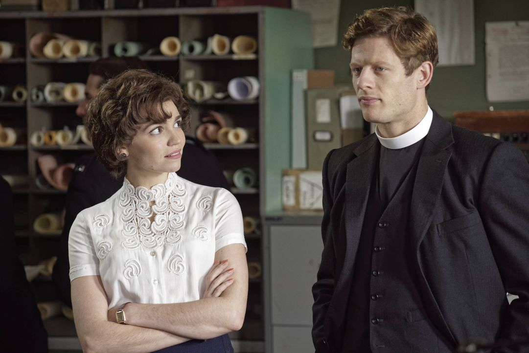 Margaret Ward (Seline Hizli, l.); Sidney Chambers (James Norton, r.) - Bildquelle: LOVELY DAY PRODUCTION / ITV