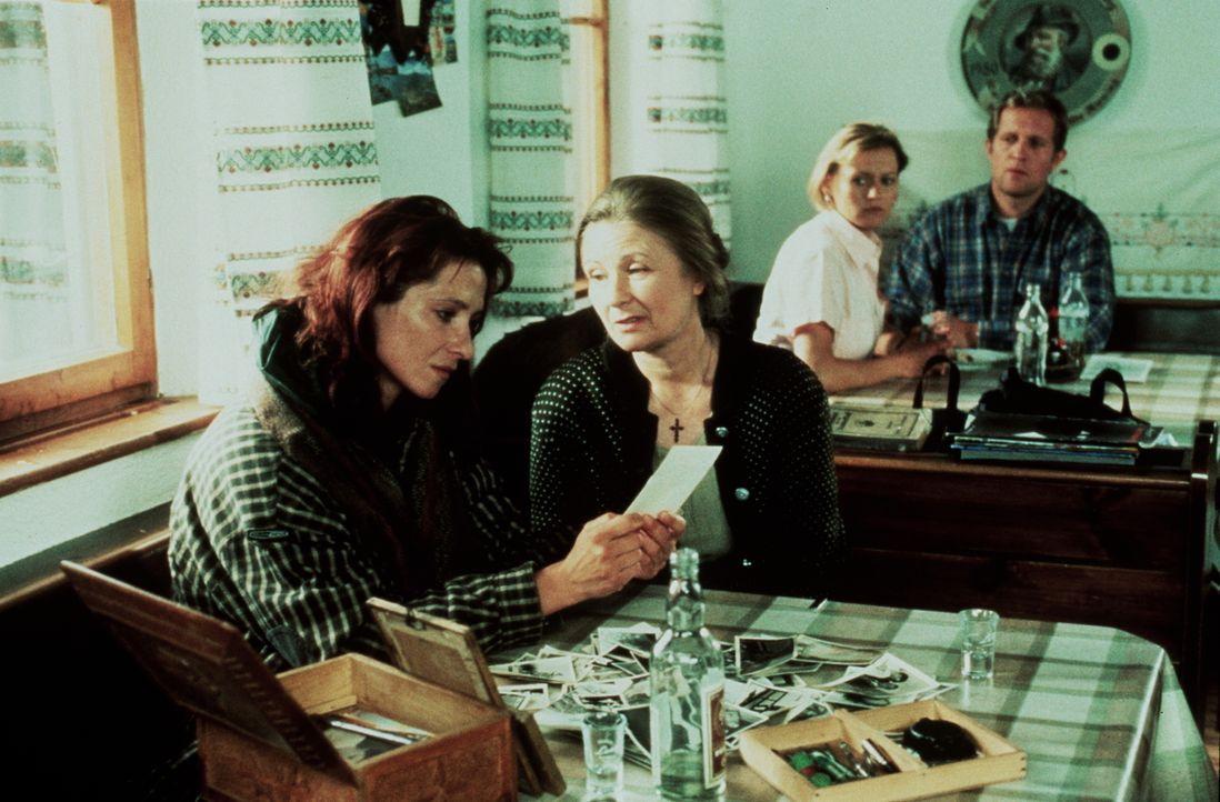(v.l.n.r.) Ilonka (Enikõ Détár); Marischka (Zsoka Duzar); Christl Wild (Michaela Heigenhauser); Dr. Justus Hallstein (Harald Krassnitzer) - Bildquelle: Beta Film GmbH
