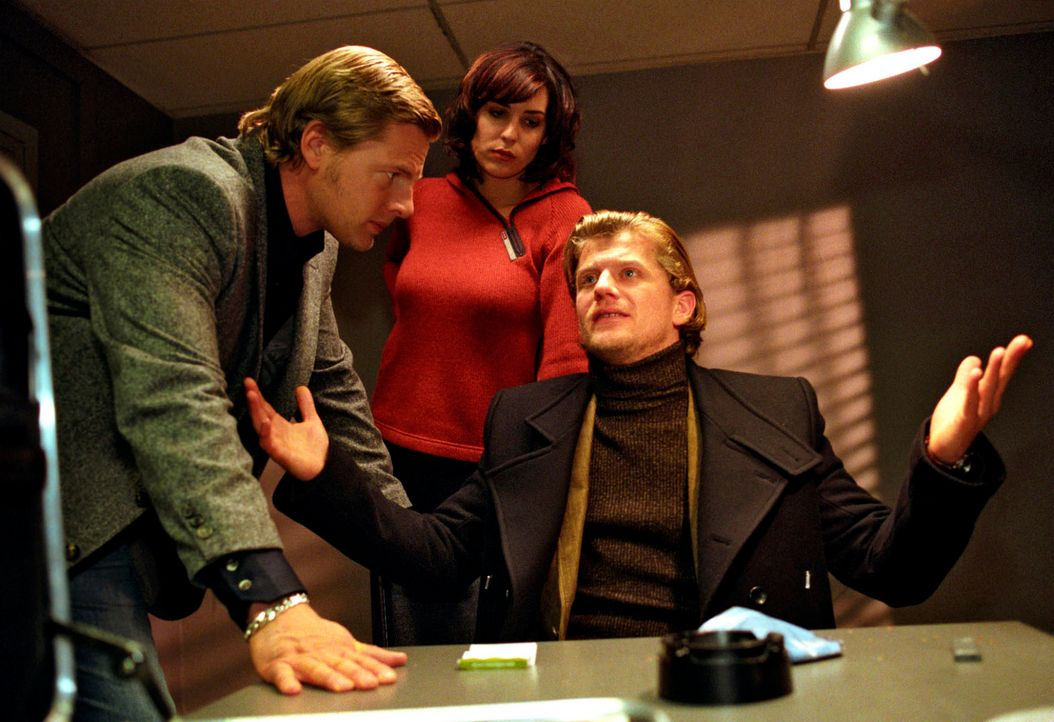 Privatdetektiv Harry Sutor wurde ermordet, als er in das Hotelzimmer des Flugzeugingenieurs Arno Böhm eindrang, um Daten von einem Laptop zu kopiere... - Bildquelle: Christian A. Rieger Sat.1