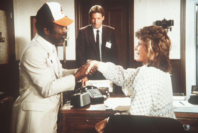 Shamba (Garrett Morris, l.), Polizeichef des Landes Estoccia, soll Lee (Bruce Boxleitner, M.) und Amanda (Kate Jackson, r.) bei der Lösung eines Fal...
