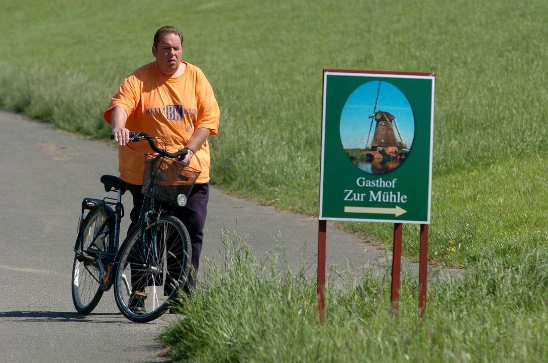 Engel (Ottfried Fischer) braucht eine Pause! - Bildquelle: Markus Hertrich SAT.1 / Markus Hertrich