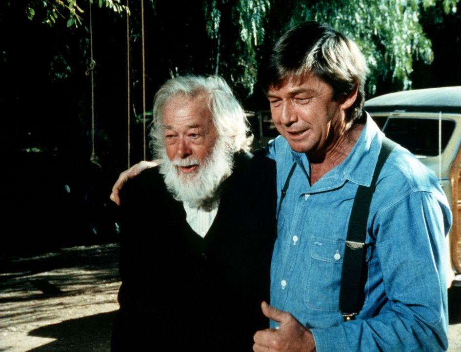 Ein Cousin des verstorbenen Großvaters (Darsteller unbekannt, l.) kommt nach Walton's Mountain, um Geld abzuholen, dass Zeb ihm schuldet. John Walto... - Bildquelle: WARNER BROS. INTERNATIONAL TELEVISION