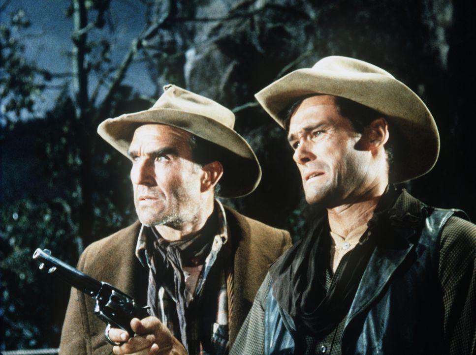 Luke Barnes (Ford Rainey, l.) und sein missratener Sohn Rube (Ron Hayes, r.) haben einen scheinbar genialen Plan, um einen Mord zu vertuschen ... - Bildquelle: Paramount Pictures