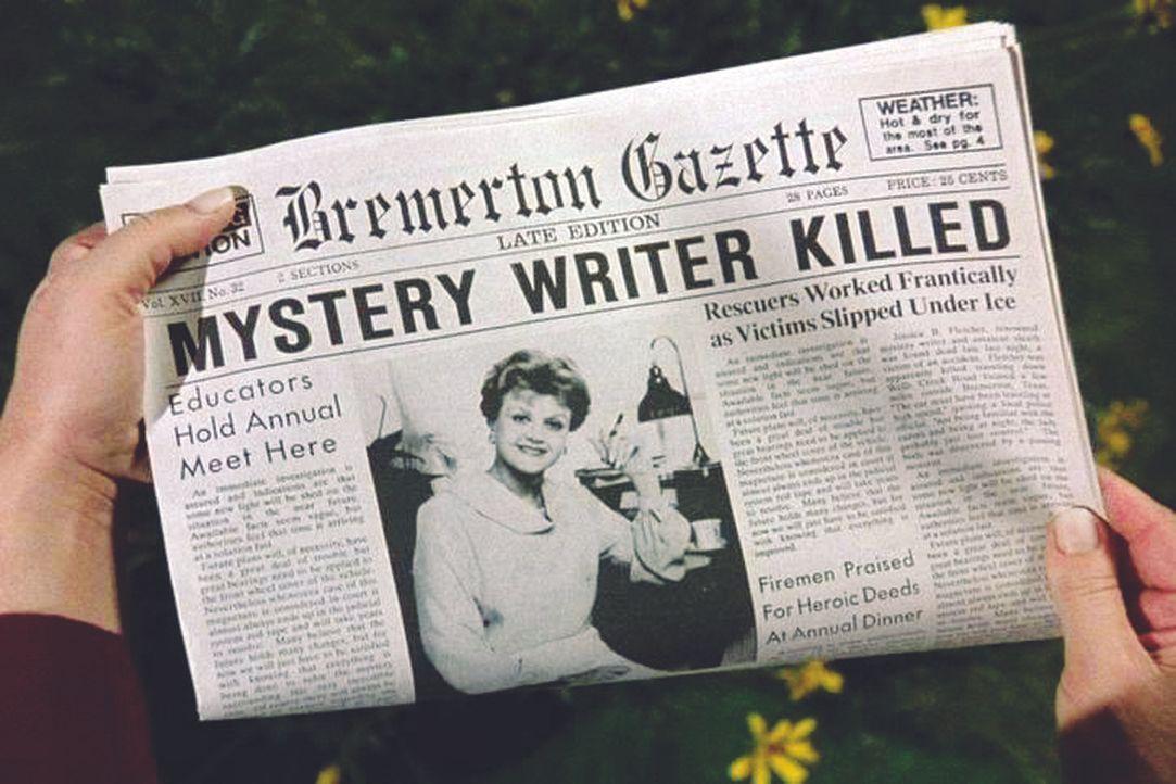 Jessica ist geschockt: In den Nachrichten erfährt sie von ihrer Verhaftung und dann von ihrem eigenen Tod bei einem mysteriösen Unfall! - Bildquelle: Universal Pictures