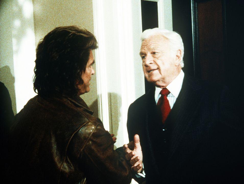 """Jonathan (Michael Landon, l.) will Senator McCorkindale (Eddie Albert, r.), genannt """"Corky"""", zu einer Angabe im Parlament bewegen. - Bildquelle: Worldvision Enterprises, Inc."""