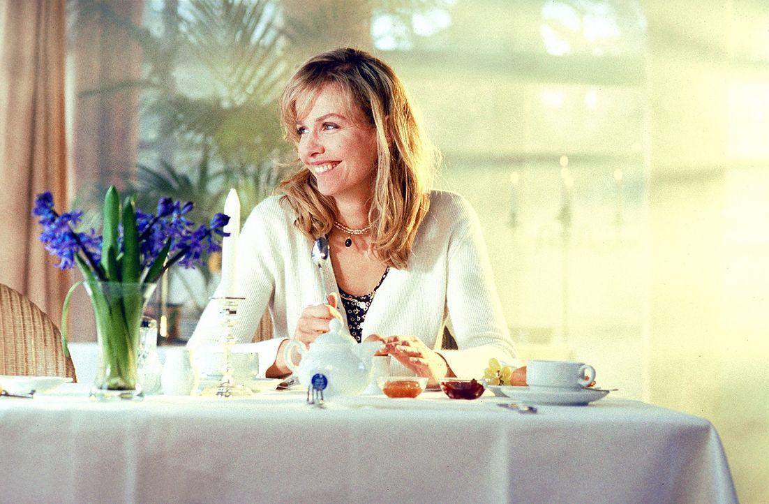 Louisa (Claudia Messner) fängt an, das Wochenende zu genießen ... - Bildquelle: Rolf von der Heydt ProSieben