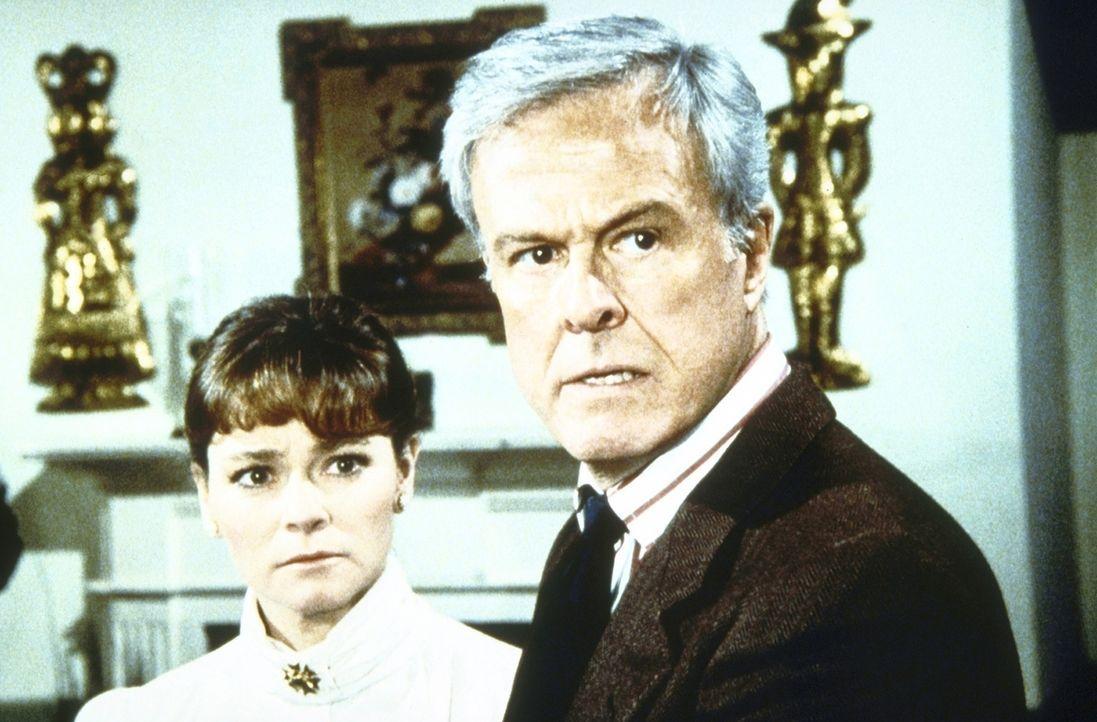 Ronald James (Robert Culp, r.) und seine Frau Diane (Karen Landry, l.) haben erfahren, dass ihr Sohn Drogen nimmt. - Bildquelle: Worldvision Enterprises, Inc.