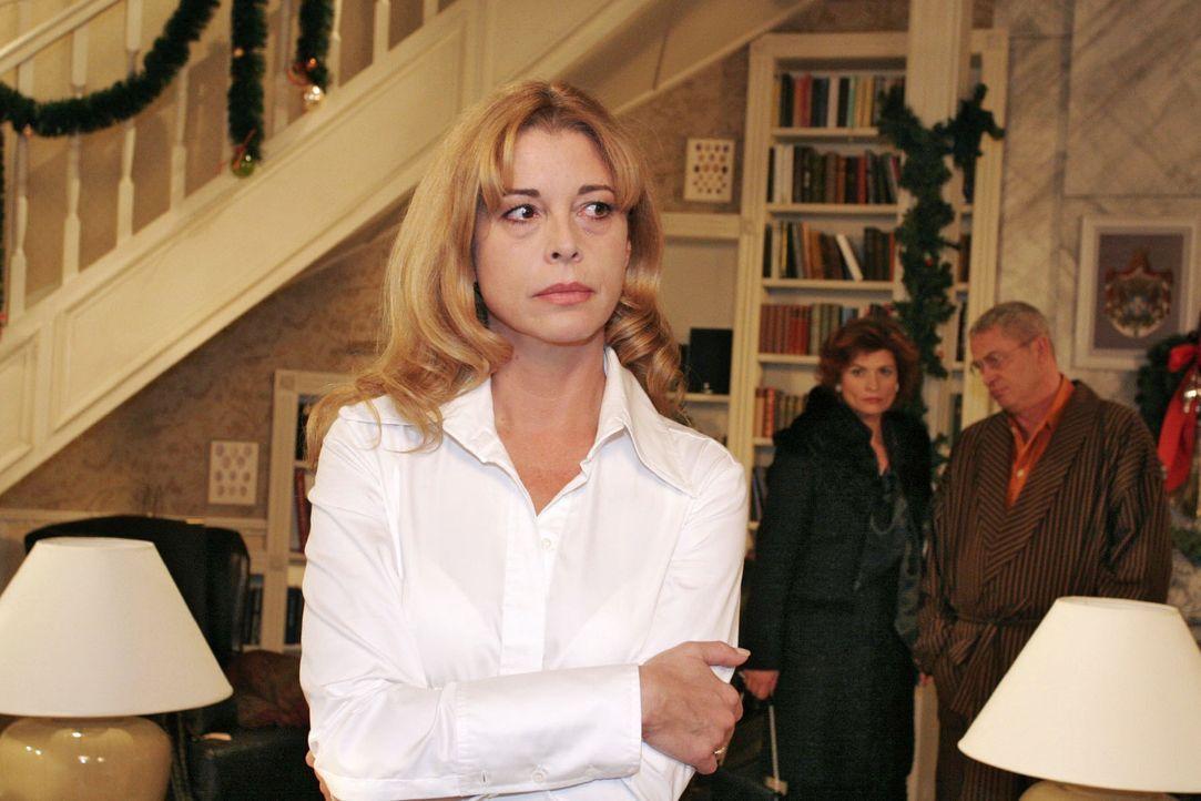Laura (Olivia Pascal, l.) eröffnet Sophie (Gabrielle Scharnitzky, M.) und Friedrich (Wilhelm Manske, r.), dass Mariella und David in einer schweren... - Bildquelle: Noreen Flynn Sat.1