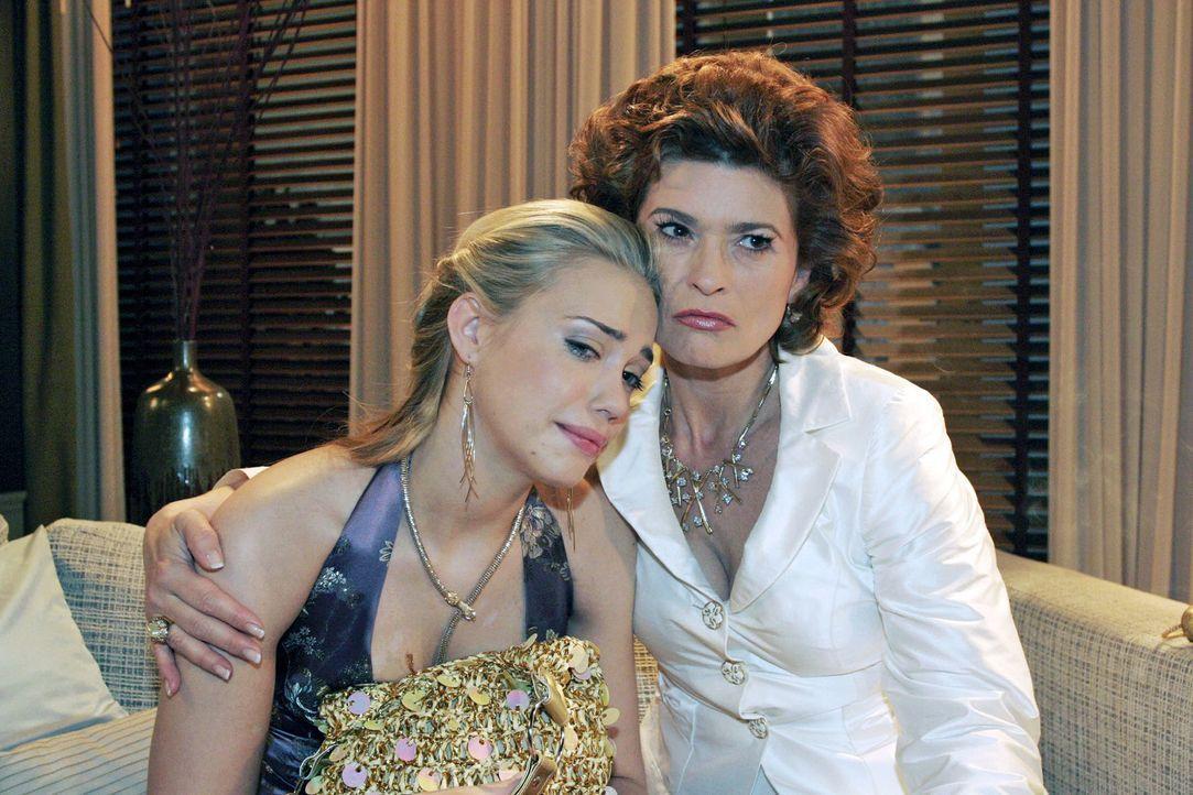 Als Kim (Lara-Isabelle Rentinck, l.) Sophie (Gabrielle Scharnitzky, r.) erzählt, dass sie vom Verhalten ihrer Eltern enttäuscht ist und mit ihnen br... - Bildquelle: Noreen Flynn Sat.1