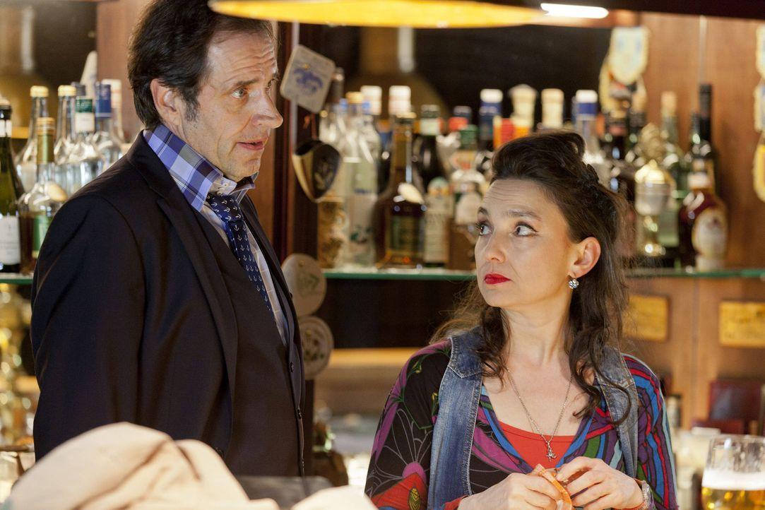 """(3. Staffel) - Mick kann überhaupt nicht tolerieren, dass """"seine"""" Uschi (Tatjana Clasing, r.) einen Lover hat, der noch dazu auf den Namen Martin Fe... - Bildquelle: Martin Rottenkolber SAT.1 / Martin Rottenkolber"""
