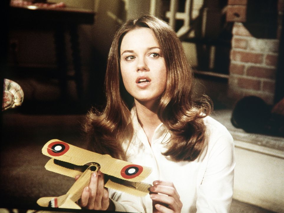 Bobby Storm (Lee Purcell) ist eine waghalsige Luftakrobatin, die John- Boy im Auftrag seiner Zeitung interviewen soll. - Bildquelle: WARNER BROS. INTERNATIONAL TELEVISION