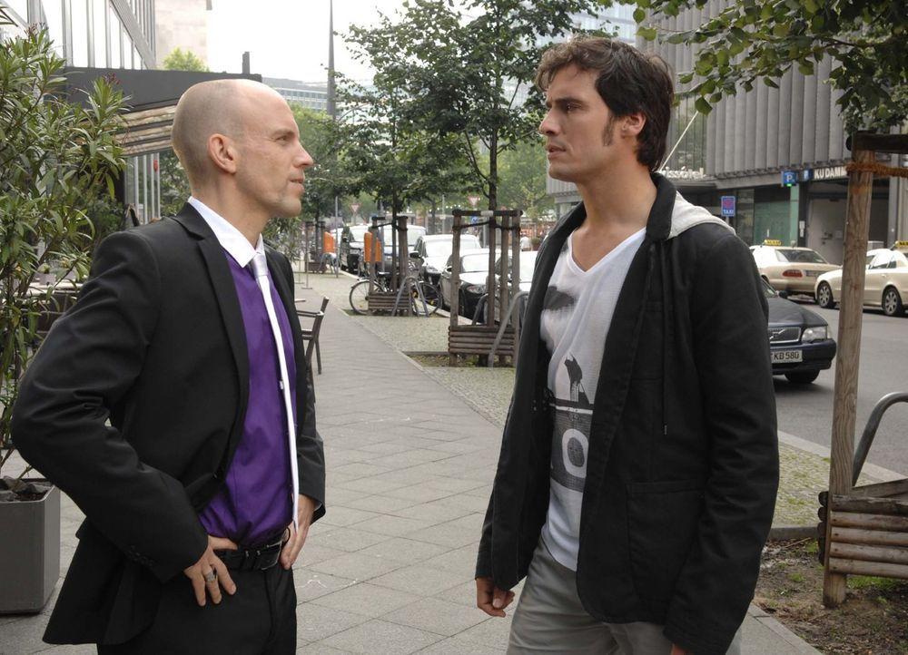 Alexander (Paul T. Grasshoff, r.) konfrontiert Gerrit (Lars Löllmann, l.) mit der Wahrheit. - Bildquelle: Claudius Pflug Sat.1
